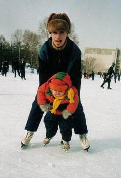 Спина дает о себе знать...Обучение ребенка азам фигурного катания на коньках